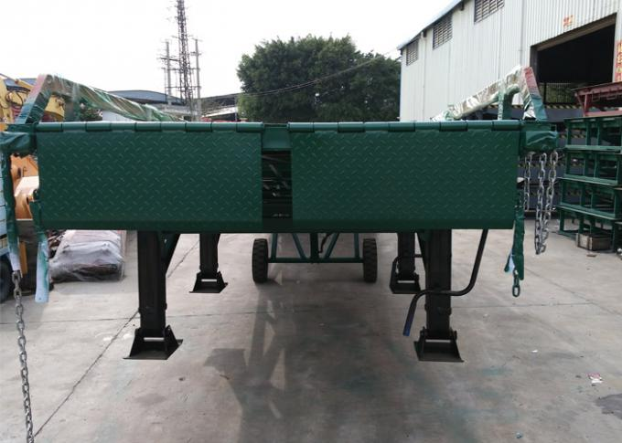 4 Legs Container / Truck Mobile Yard Loading Ramp 10 Ton With Hydraulic System