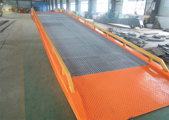 China Mobile Container Dock Ramp With Hydraulic Retractable Support Leg supplier