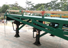 China 4 Legs Container / Truck Mobile Yard Loading Ramp 10 Ton With Hydraulic System factory