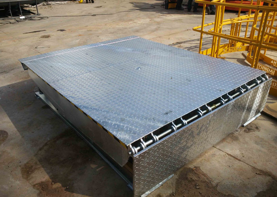 China Hot Dip Galvanized Hydraulic Electric Dock Leveler With Bumpers distributor